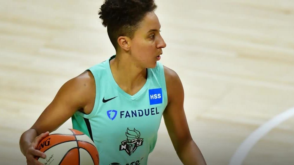 The Problem With the Sports Illustrated Cover Story on the WNBA